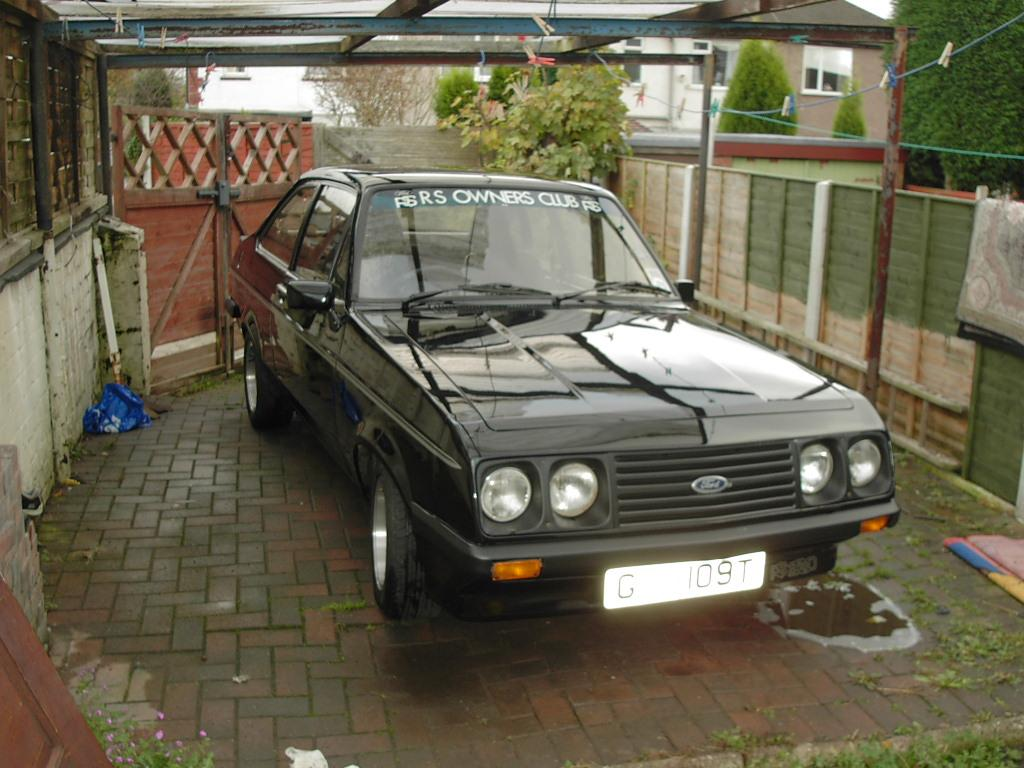 MK2 ESCORT CUSTOM RS2000 IN BLACK